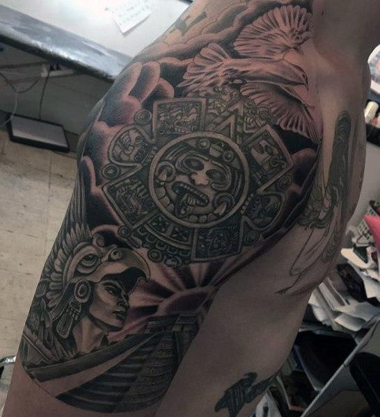 tatouage aztèque : 50 idées et photos sublimes !